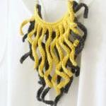 Crochet fringe necklace. Gr..