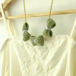 Three crochet bows necklace.Moss green and lavender cotton yarn, golden colour chain